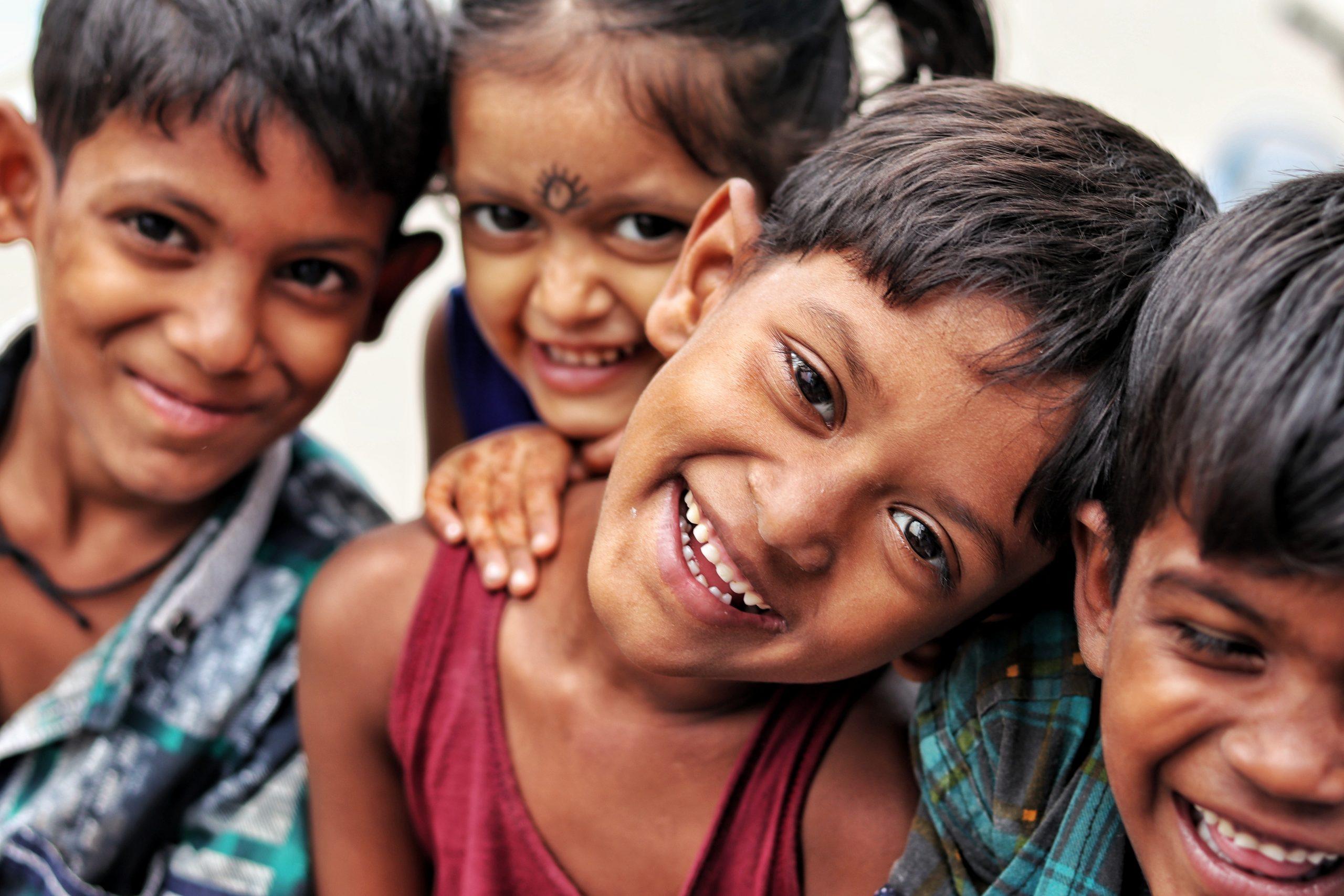 Des bancs d'une école public en Inde… à un financement public français.